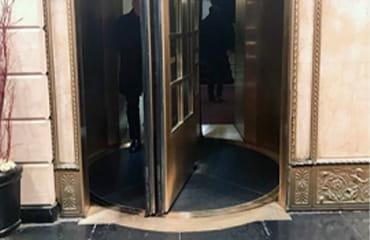 Articles | Air Curtains vs. Revolving Doors